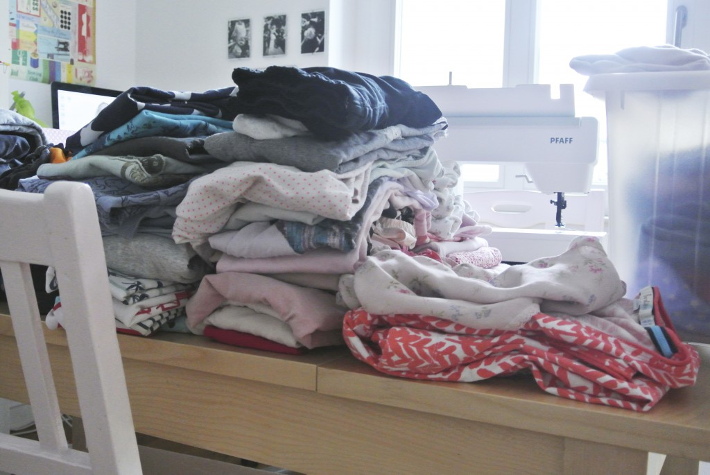 """Wäsche an ihrem """"Arbeitsplatz"""" - meinem Schreibtisch"""