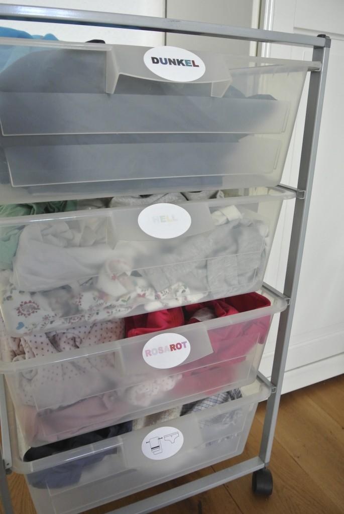 Wäsche sortieren nach Farben