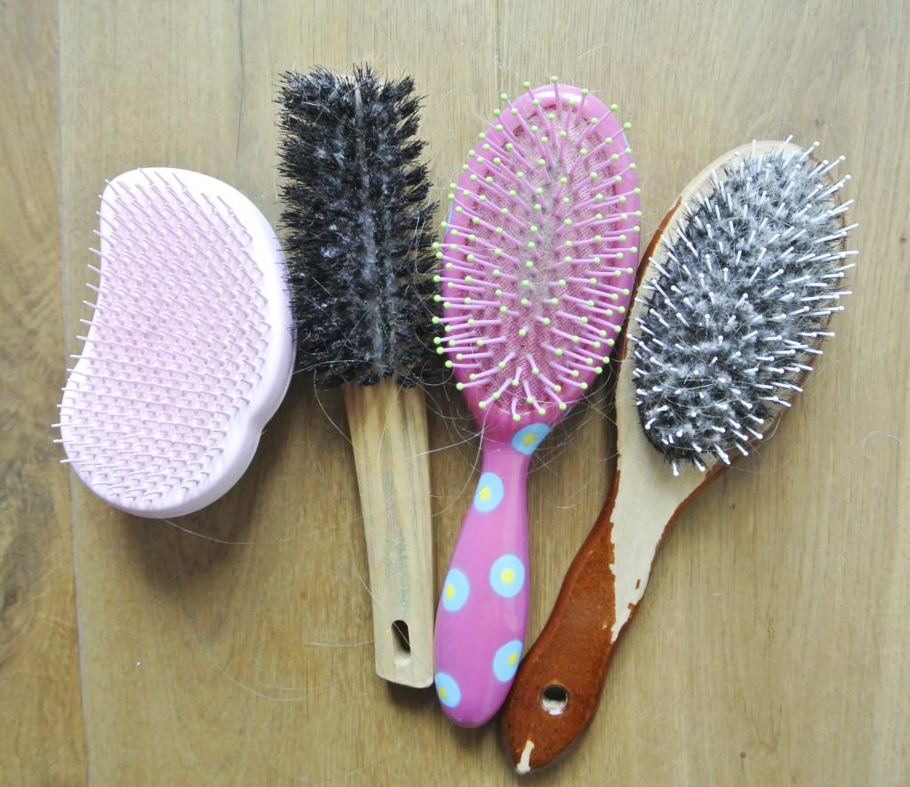 Haarbürsten reinigen für Ladys | Ich teste verschiedene Möglichkeiten Haarbürsten zu reinigen | Romantisiert - Ordnung für Unordentliche