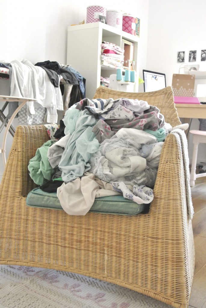 Wäsche auf ihrem Sessel