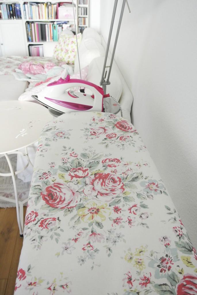 Wäschewaschen die schönen Seiten - abgetarntes Bügelbrett