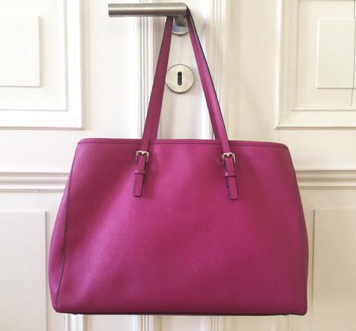 Die Bedeutung einer schönen Handtasche | Man sollte die Wirkung einer tollen Handtasche niemals unterschätzen. Sie zeigt - ihre Besitzerin hat Stil, kann klare Statements setzen und kluge Finanzentscheidungen treffen. Rosanisiert - der Blog über Ordnung, Putzen und Glamour für Unordentliche.