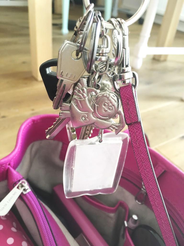 Ordnung in der Handtasche - bin ich ein Maulwurf?| Bei Rosanisiert dem Blog über Ordnung, Putzen und Glamour für Unordentliche zeige ich euch, wie man spielend einfach Ordnung in der Handtasche hält. So brauchst du nicht mehr wie ein Maulwurf in der Handtasche nach dem verlorenen Schlüssel graben, sondern findest alles ganz schnell wieder.
