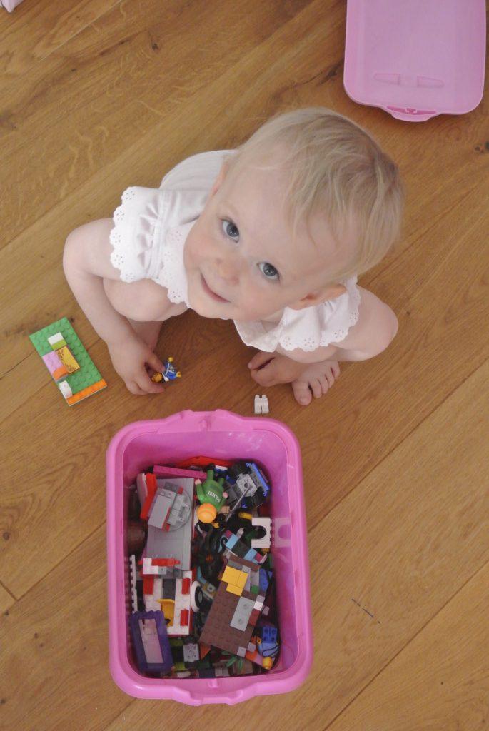 Haben deine Kinder auch manchmal keine Lust aufzuräumen? Dann probiere doch mal diese Aufräumspiele aus - so legen sie gleich los! Rosanisiert der Blog über Ordnung, Putzen und Glamour für Unordentliche #schoninordnung