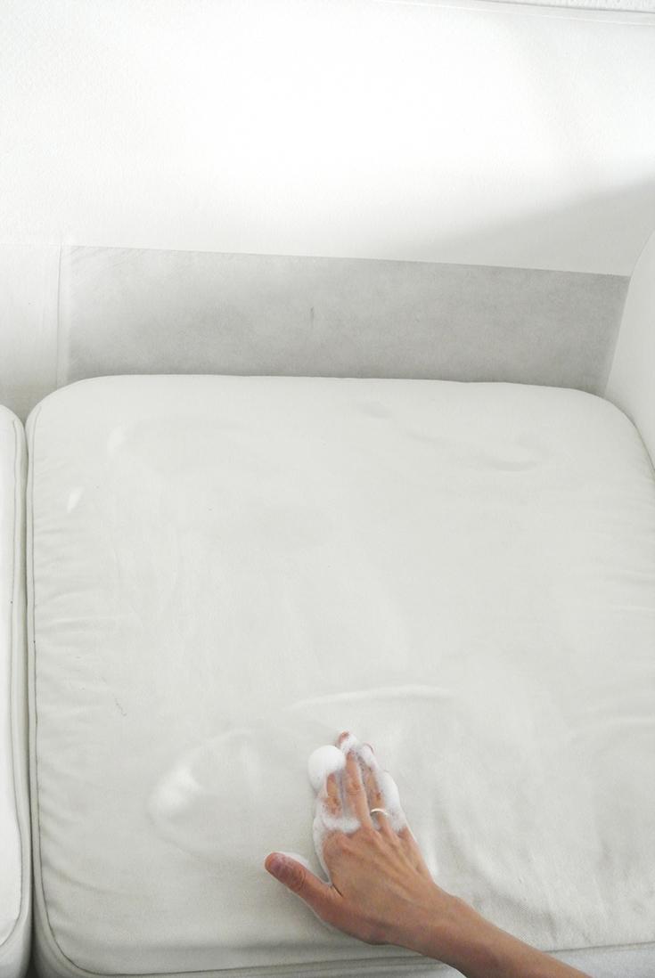 Sofa reinigen - mit diesen Tipps wird dein Sofa wieder sauber und frisch (enthält Werbung für das OTTO-Shopping Festival)