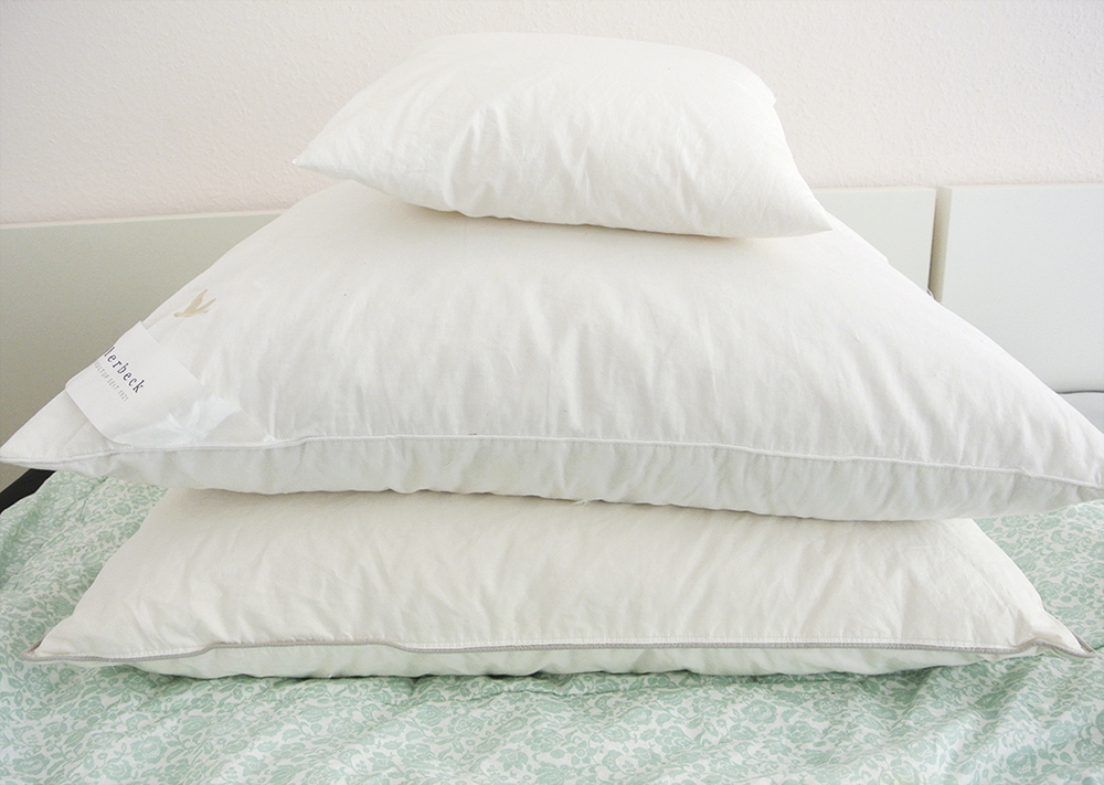 Kissen Waschen So Werden Deine Kissen Fluffig Und Weiß Rosanisiert