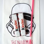 Anzeige: Tolle Ideen und Inspirationen für einen Star Wars Geburtstag. Ideen für die Einladung, den Star Wars Kuchen und Spiele. In Kooperation mit Ferrero kinder Schokolade