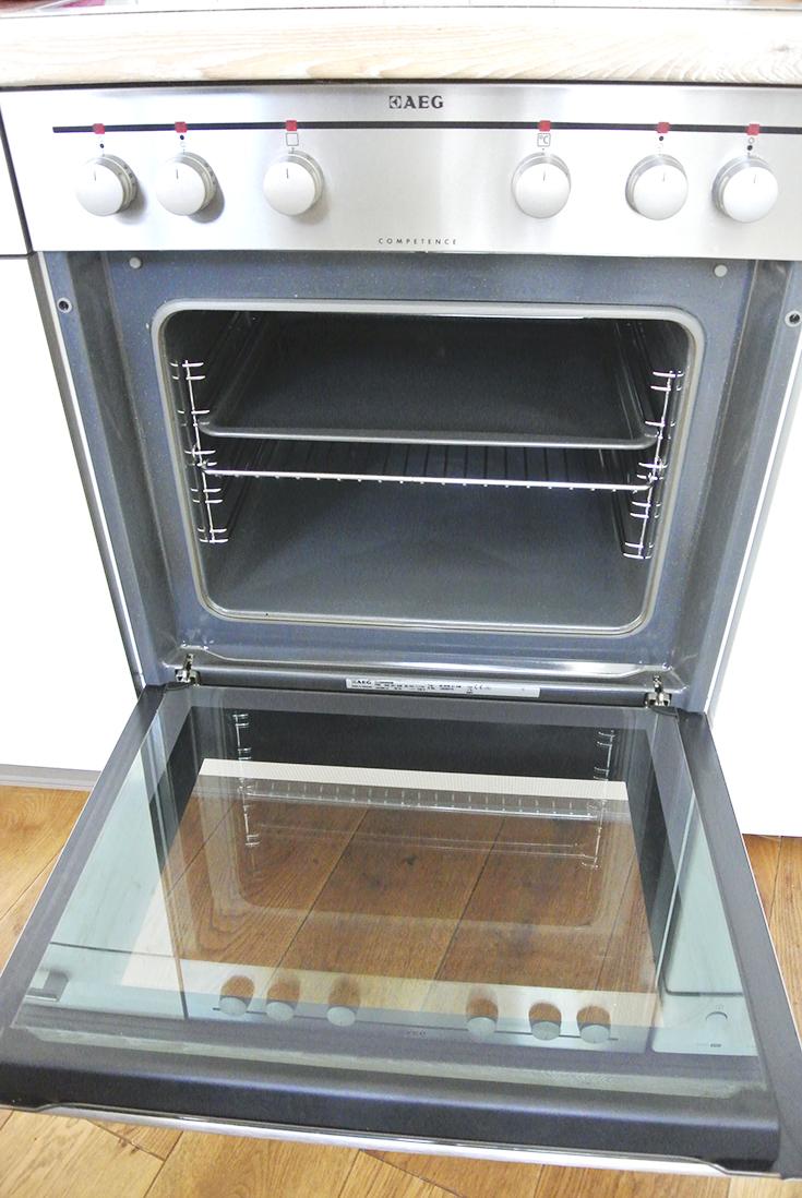 Backofen reinigen ohne Chemie so wird dein Ofen mit Natron, Zitrone und Salz wieder richtig sauber und eingebrannte Verkrustungen lösen sich (enthält Werbung für Spontex)