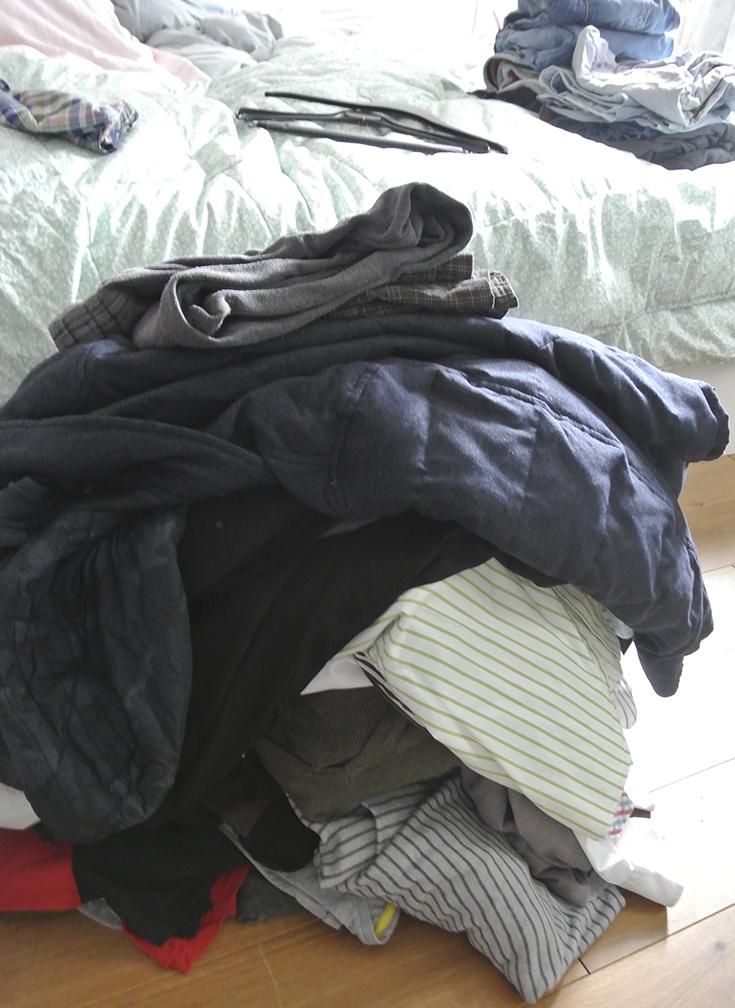 Kleiderschrank ausmisten und aufräumen mit Marie Kondo. Ich habe die KonMari Magic Cleaning Methode getestet, um mehr Ordnung in den Schrank zu bringen - hier lest ihr, wie ich mich dabei gefühlt habe #schoninordnung