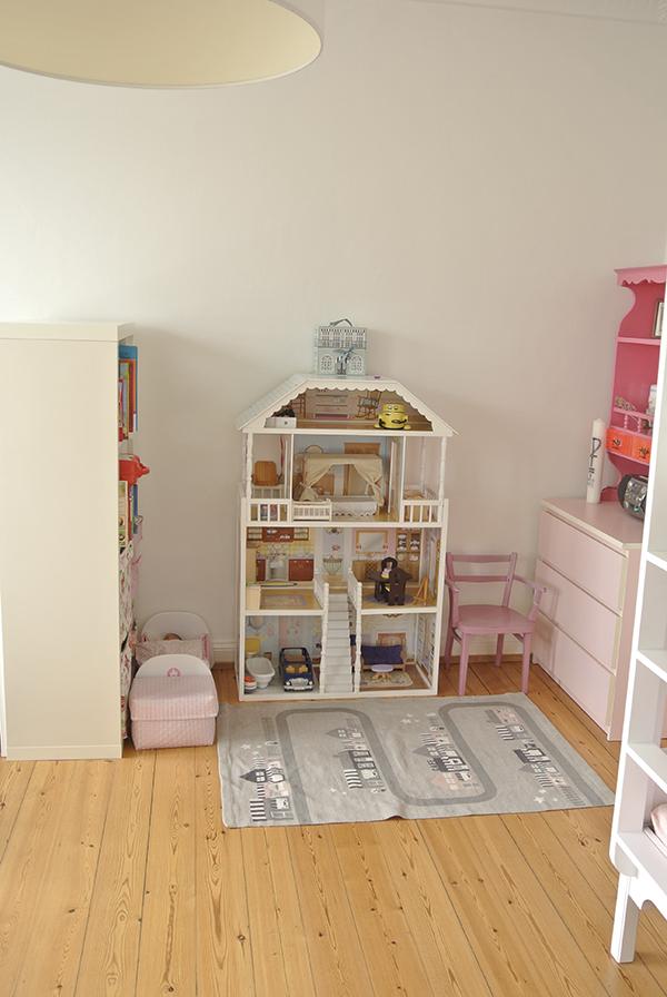 (Werbung) Hier lest ihr meine Tipps zum Geschwisterzimmer einrichten. Bei uns teilen sich Mädchen und Junge ein Kinderzimmer und ich habe ein paar Ideen für euch, wie ihr es aufteilt und Ordnung halten könnt.